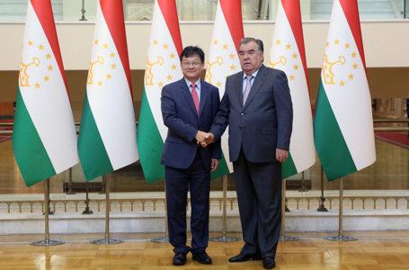 President Emomali Rahmon Receives ADB Vice-President Shixin Chen