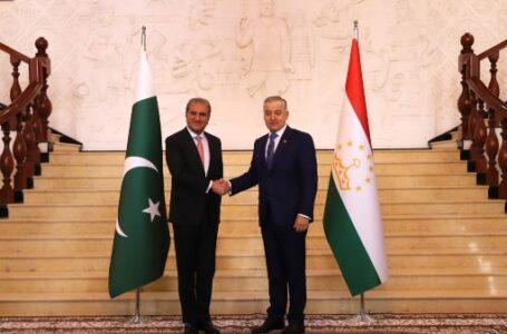 Tajik and Pakistani FMs Hold Bilateral Meeting