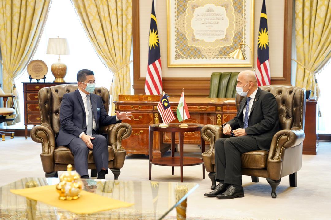 Meeting of Ambassador Ardasher Qodiri with the Minister of MITI Dato Azmin Ali