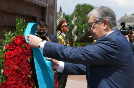 President of Kazakhstan Lays a Wreath at the Ismoili Somoni Monument in Dushanbe