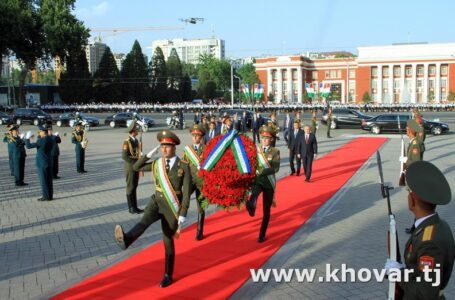 President of Uzbekistan Lays a Wreath at the Ismoili Somoni Monument in Dushanbe